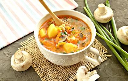 Грибной суп с картофелем и овощами