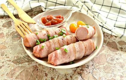 Сосиски в беконе в духовке